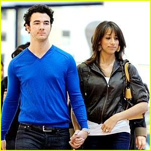 Kevin & Danielle Jonas: Mall Mates