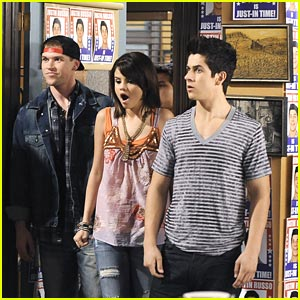 Selena Gomez Pranks David Henrie