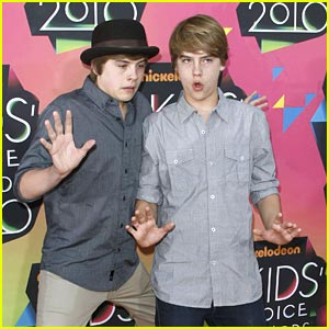 Dylan & Cole Sprouse Hit the Kids Choice Awards 2010