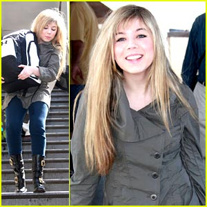 Jennette McCurdy: LAX Luggage Carrier