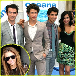 Miley, Demi & Jonas Brothers: GMA Summer Concert Series!