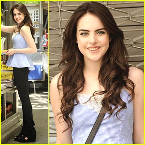 Elizabeth Gillies: Complusive Closet Cleaner
