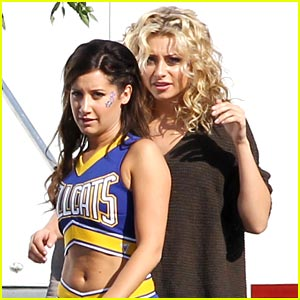 Aly Michalka & Ashley Tisdale: Cheer Cats!
