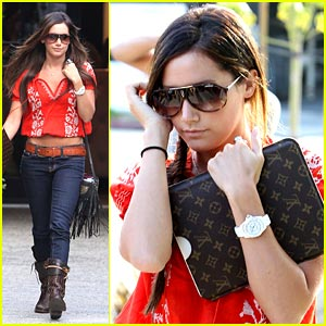 Ashley Tisdale: LV iPad Pretty