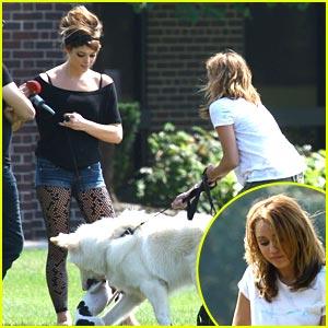 Miley Cyrus & Ashley Greene: Marlo & Mate Meet!
