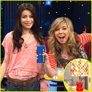 Miranda Cosgrove Has a Hot Room