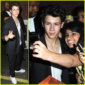 Nick Jonas & Lucie Jones: Stage Door Madness!
