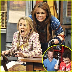 Emily Osment &#038; Miley Cyrus: Wheelchair War