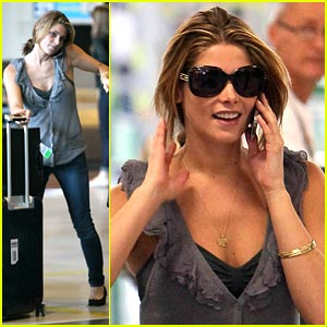 Ashley Greene: Bonjour, Paris!