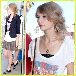 Taylor Swift is a Kitson Cutie