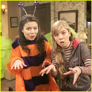 Miranda Cosgrove Screams For Halloween