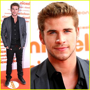 Liam Hemsworth Wins Fave Kiss at Aussie Kids Choice Awards