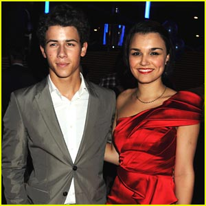 Nick Jonas & Samantha Barks: Les Miserables Mates