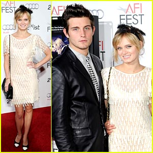 Sara Paxton: 'Shark Night' Out!
