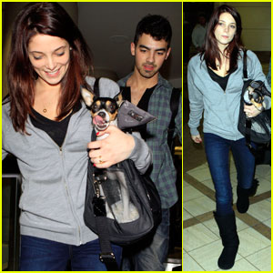 Ashley Greene & Joe Jonas: LAX Lovebirds