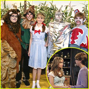 Debby Ryan is Dorothy of Kettlecorn!