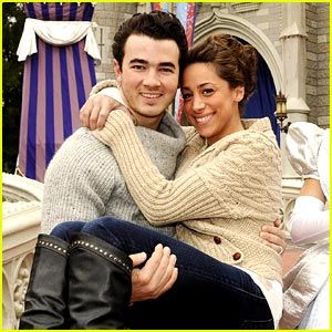 Happy First Anniversary, Kevin &#038; Danielle Jonas!