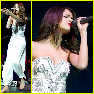 Selena Gomez: Barefoot Jingle Ball Babe
