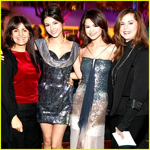 Selena Gomez: Style Awards Shimmering!