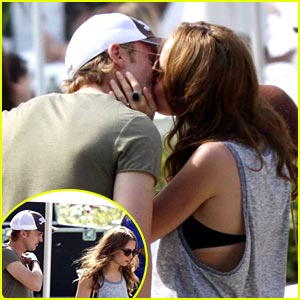 Tom Felton & Jade Olivia: Kiss Catastrophe!