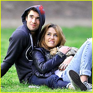 Miley Cyrus &#038; Joshua Bowman: Park Pair