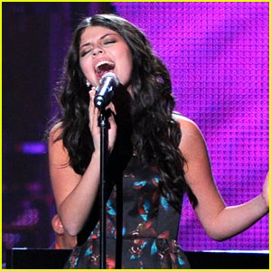 Nikki Yanofsky: MusiCares Performance Pics!