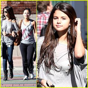 Selena Gomez & Francia Raisa: Panera Bread Pals