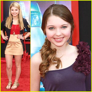 Sammi Hanratty & Stefanie Scott: New 'Mars Needs Moms' Clip!