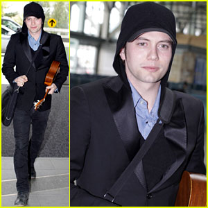 Jackson Rathbone: Jetting Home!