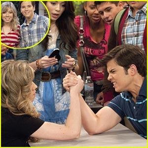 Jennette McCurdy vs. Nathan Kress: Arm Wrestle Winner!