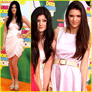 Kendall &#038; Kylie Jenner - KCA 2011 Orange Carpet