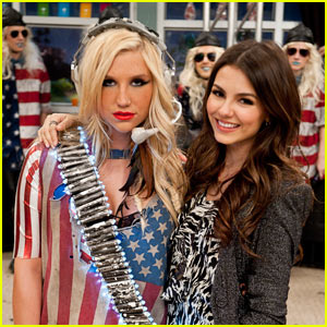 Ke$ha Guest Stars on Victorious!