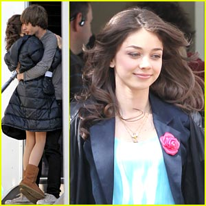 Sarah Hyland &#038; Matt Prokop: 'Geek Charming' Hugs!