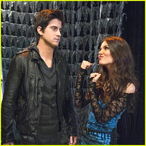 Victoria Justice Has Ryan Rottman 'Begging On His Knees'