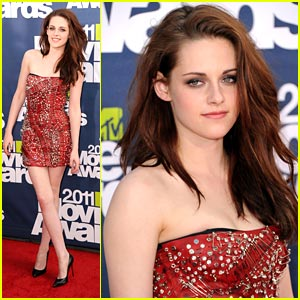 Kristen Stewart Gets Pinned at MTV Movie Awards 2011