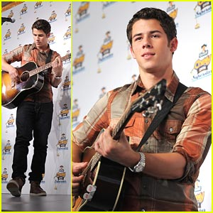 Nick Jonas: Chewy Superstar Concert!