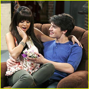 Gregg Sulkin &#038; Selena Gomez: Corsage Couple