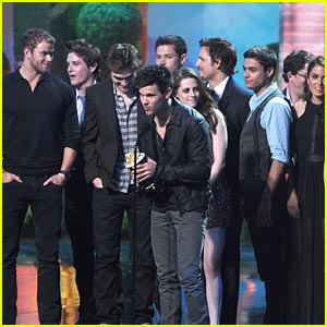 the twilight saga eclipse wins 5 mtv movie awards 2011
