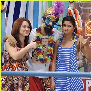 Selena Gomez & Jennifer Stone: Fortune Friends