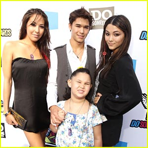 Booboo Stewart: Do Something Awards 2011 with the Family