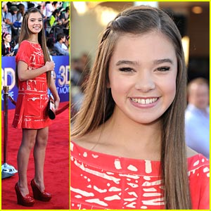 Hailee Steinfeld Gets 'Glee'ful