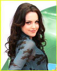 Elizabeth Gillies Outs a 'Wild' Victorious Costar