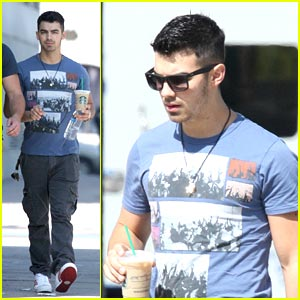 Joe Jonas: Starbucks Stop
