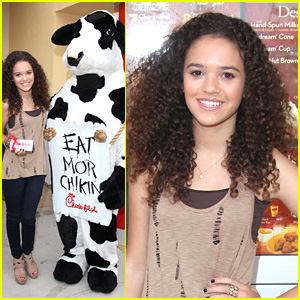 Madison Pettis: Chick Fil A Cutie!