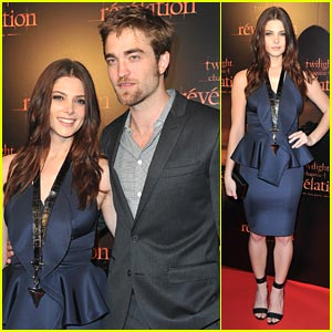 Ashley Greene &#038; Robert Pattinson: Paris Premiere Pals