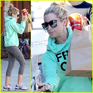 Ashley Tisdale: Studio Cafe Take Out