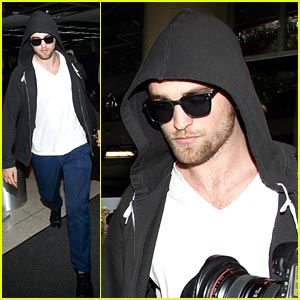 Robert Pattinson: Hoodie For Halloween