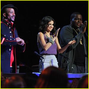 Selena Gomez: 'Make Your Mark' Celeb Guest Judge!