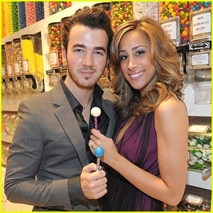 Kevin Jonas: Birthday Bash in Vegas with Danielle &#038; Joe!