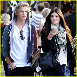 Cody Simpson &#038; Kylie Jenner Meet Up at the Grove